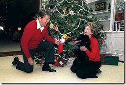 ronald-nancy-reagan-christmas-1984