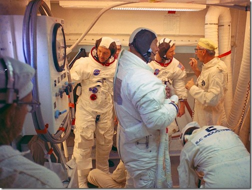 Guenter_Wendt_and_the_Apollo_11_Crew