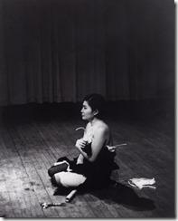 7_yokoono_cutpiece_1965