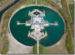 http://twistedsifter.com/2011/03/picture-of-the-day-a-castle-in-miami/