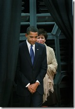 President Obama Visits Caterpillar Factory b_bjlzhE1zWl
