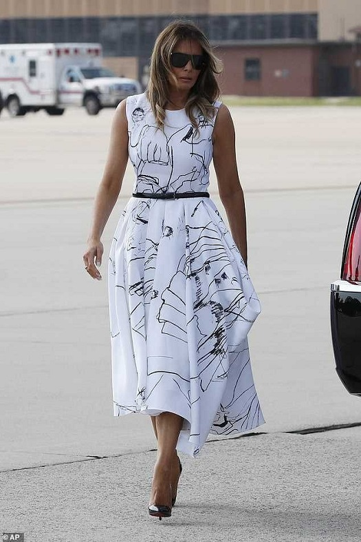 20200704 dress pr0n melania 01.jpg