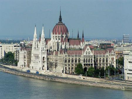 Budapest-Hungary-Parliment-building.jpg