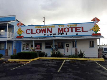 Clown-Motel-2.jpg