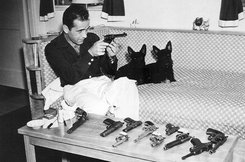 Humphrey_Bogart-guns-dogs.jpg
