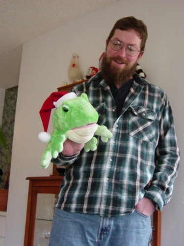Ken_Layne_and_the_singing_Xmas_frog--large-1101517163-msg-23708-2.JPG