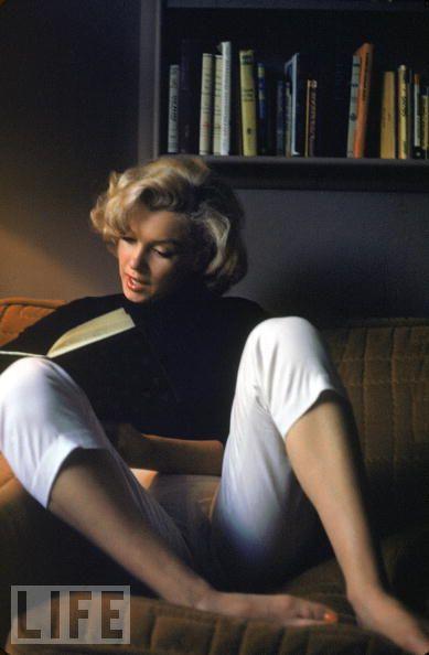 Marilyn_reading.jpg
