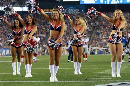 New-England-Patriots-Cheerleaders-Newport-RI-Hotel-Viking-e1472751472340.jpg