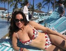 Pam-Gellar-Bikini-640x480.jpg