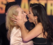 SANDRA-BULLOCK_kiss.jpg