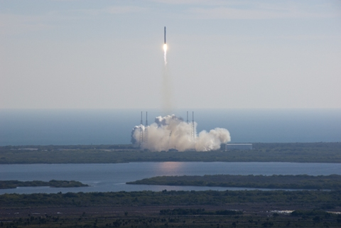 SpaceX_Dragon_COTS-1_launch.jpg