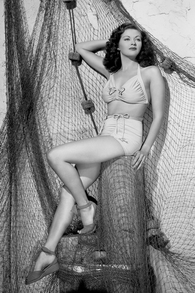 Yvonne_De_Carlo(1944)B-720154.JPG