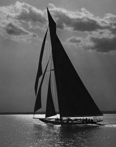 above fold sail boat .jpg
