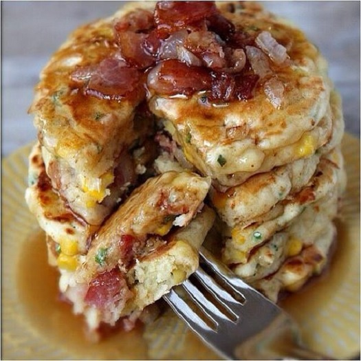bacon pancakes with maple syrup 01.jpg