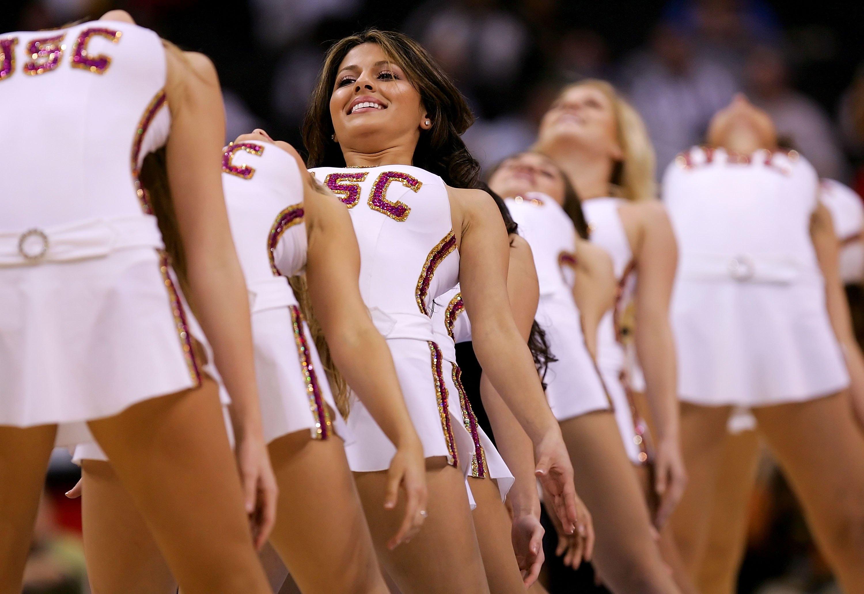 college_cheerleaders_57044658.jpg