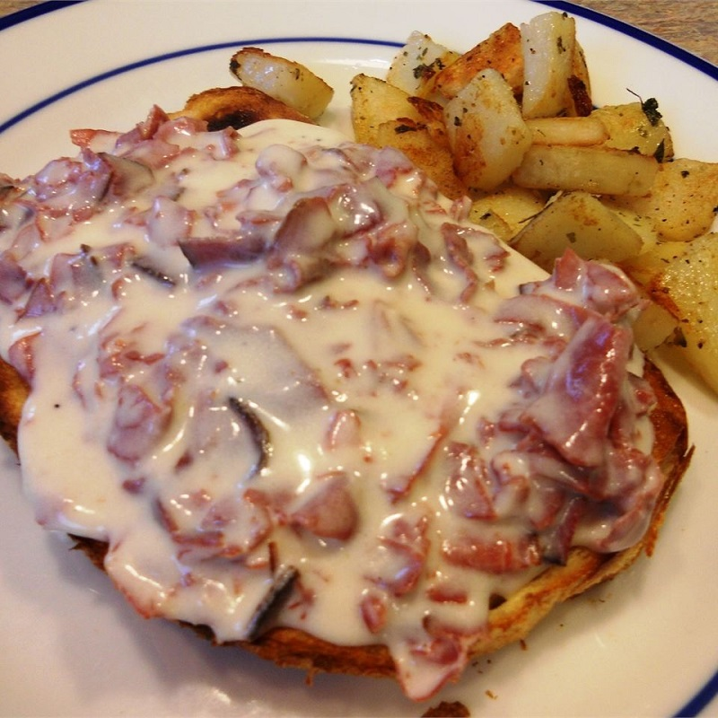 creamed chipped beef on toast 01.jpg