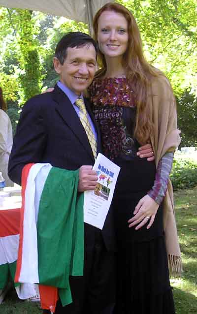dennis-kucinich-and-wife.jpg