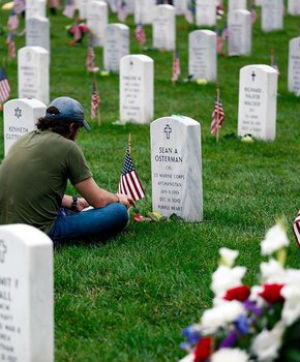 downmade_laying-flag-at-headstone-in-arlington-national-cemetery_yesmydccool.jpg