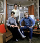 elton_john_parents.jpg