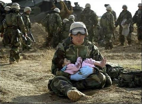 iraq-soldierholdingiraqichild.jpg