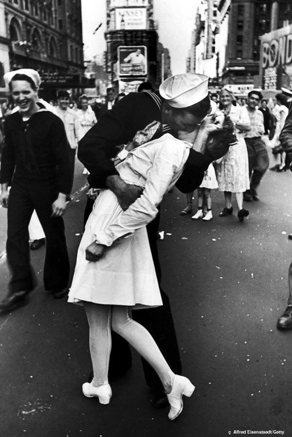 kissing-sailor.jpg