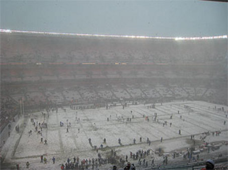 large_stadium_snow1216.jpg