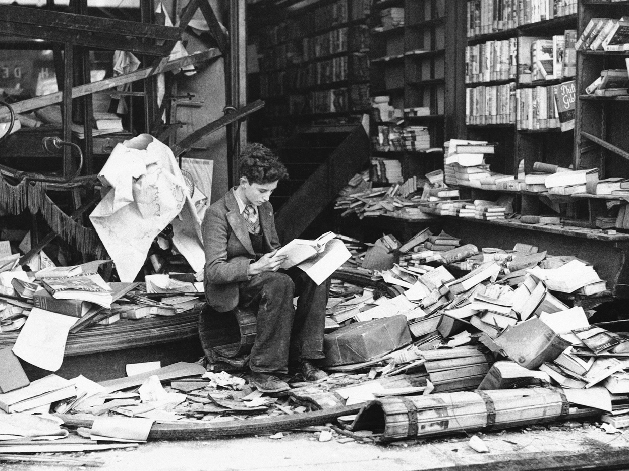 london-bookshop-after-air-raid-oct-1940.jpg
