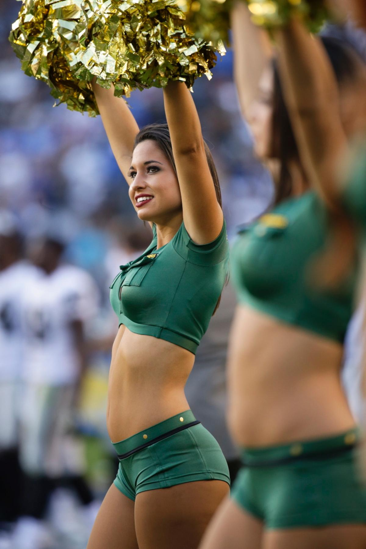 nfl-cheerleaders-flaunt-team-spirit-week-11.jpg