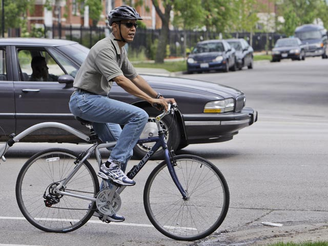 obama_rides_bicycle.jpg