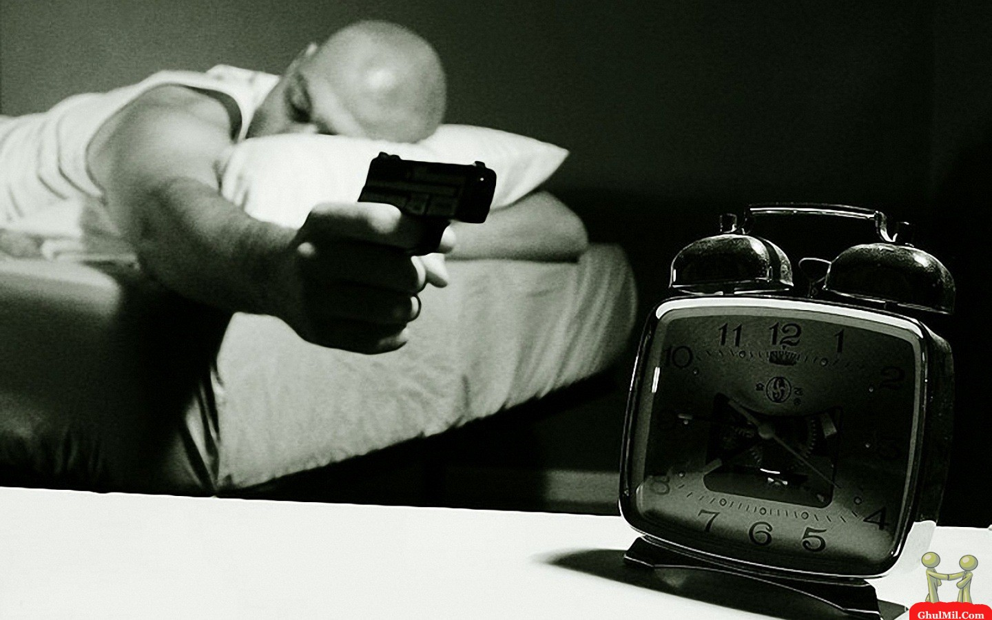 shoot-the-clock-during-sleep-funny-picture.jpg