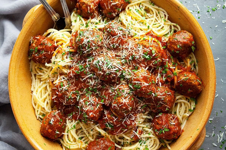 spaghetti and meatballs 01.jpg