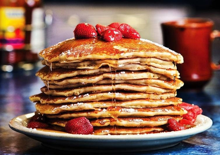strawberry topped pancakes 01.jpg