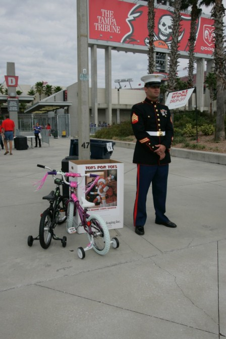 us-marines-host-toys-for-tots-pic.jpg