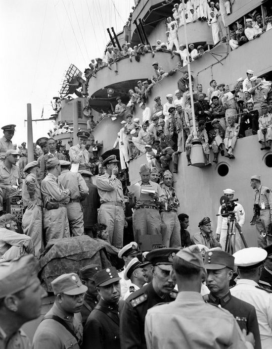 ussMissouri_surrender_sep_2_1945.jpg
