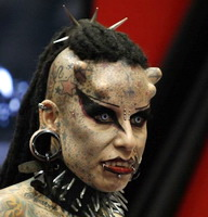 vampire-woman-gets-horns-implanted-19245-1302019936-8.jpg