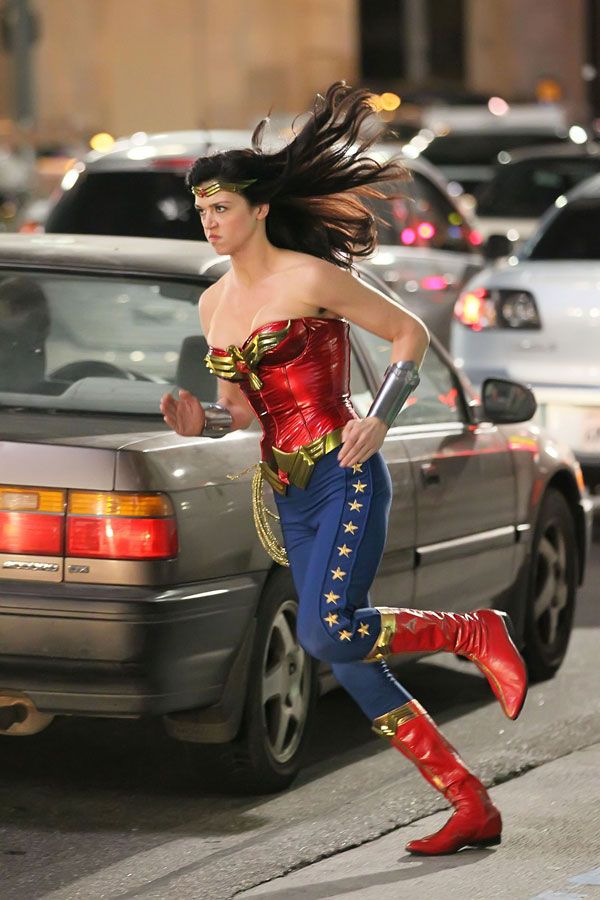 wonder_woman_13_wenn3271766.jpg