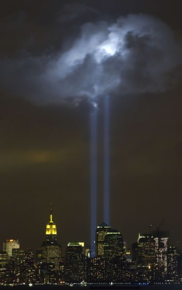 wtc-towers-light-709067.jpg